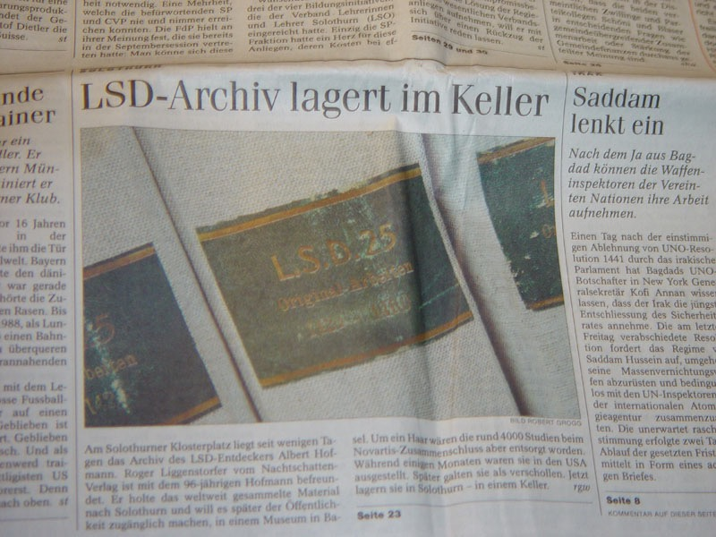 Die Abbildung zeigt einen Ausschnitt aus der Solothurner Zeitung, in dem festgestellt wird, dass das LSD-Archiv in einem Keller lagert. Foto: Privatarchiv Roger Liggenstorfer