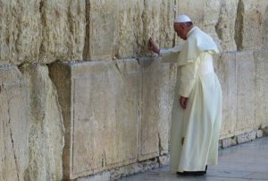 Papst Franziskus an der Klagemauer in Jerusamlem am 26. Mai 2014. Foto: Israel Police