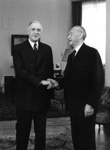 Der französische Staatspräsident Charles de Gaulle und Bundeskanzler Konrad Adenauer (4. Juli 1963). Foto: Bundesarchiv, B 145 Bild-F015892-0010 / Ludwig Wegmann / CC-BY-SA 3.0
