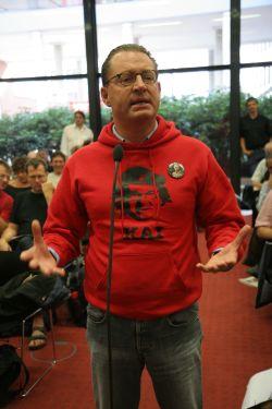 Kai Diekmann auf einer taz-Genossenschaftsversammlung