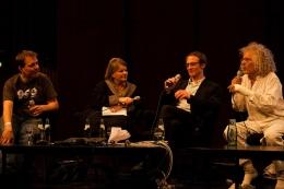 Podiumsdiskussion mit Rainer Langhans (rechts). Foto: Fiona Krakenbürger