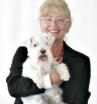 """Dana Horáková, Ex-Kultursenatorin und Autorin des Buches """"Wie erkläre ich meinem Hund, dass er kein Mensch ist?"""". Foto: Lau Verlag"""