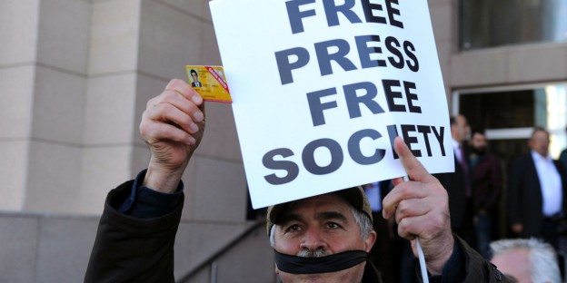 tzhausblog_TurkeyFreePressProtest_OmerKuscu-AP