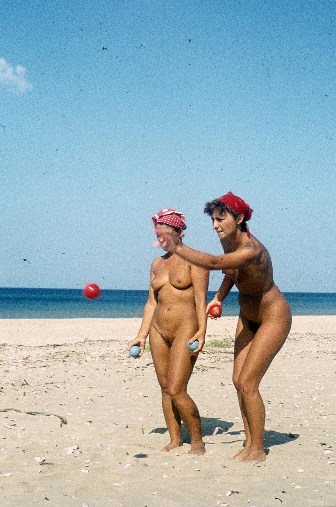 russische video zwei heisse girls spielen nackt strand