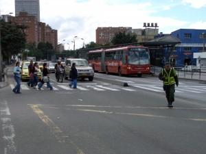 Der Transmilenio ist das Schnellbussystem, welches den öffentlichen Nahverkehrs in Bogotá revolutionierte.