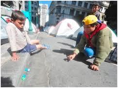 Kinder: Am staerksten der Kaelte ausgesetzt     Quelle: eju tv