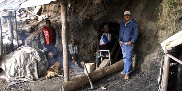 kleine illegale Kohlemine in der Nähe von Medellín - in Amagá