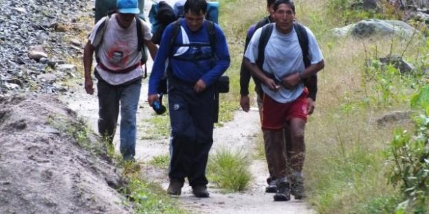 Cargadores, en el Camino Inca