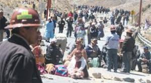 Bergwerkskooperativen blockieren Strassen  Foto: Los Tiempos