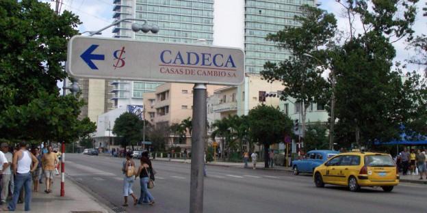 Eine Wechsestube in Havanna - hier werden ausländische Währungen gegen den Peso convertible, die harte Währung der Insel, getauscht.
