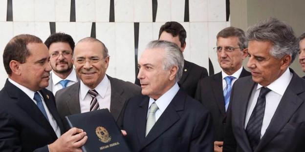 Michel_Temer_recebe_notificação_de_posse_como_presidente_interino_encaminhada_pelo_Senado