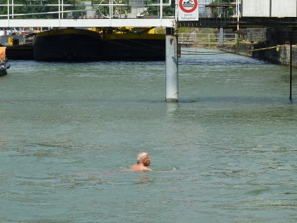 Rheinschwimmen bedeutet Passiv- statt Aktiv-Schwimmen