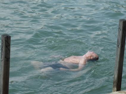 Geschwommen werden