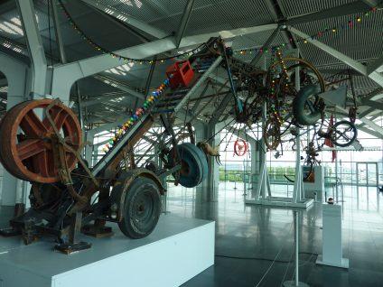 """EuroAirport Basel Mülhausen: Der """"Luminator"""" von Jean Tinguely"""