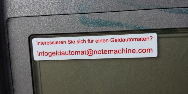 Geldautomat interessiert