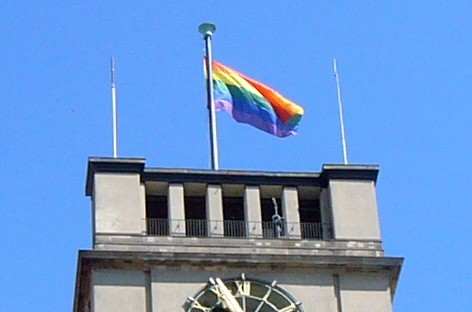 CSD-Fahne, Schöneberger Rathaus, Foto: Barbara Kalender