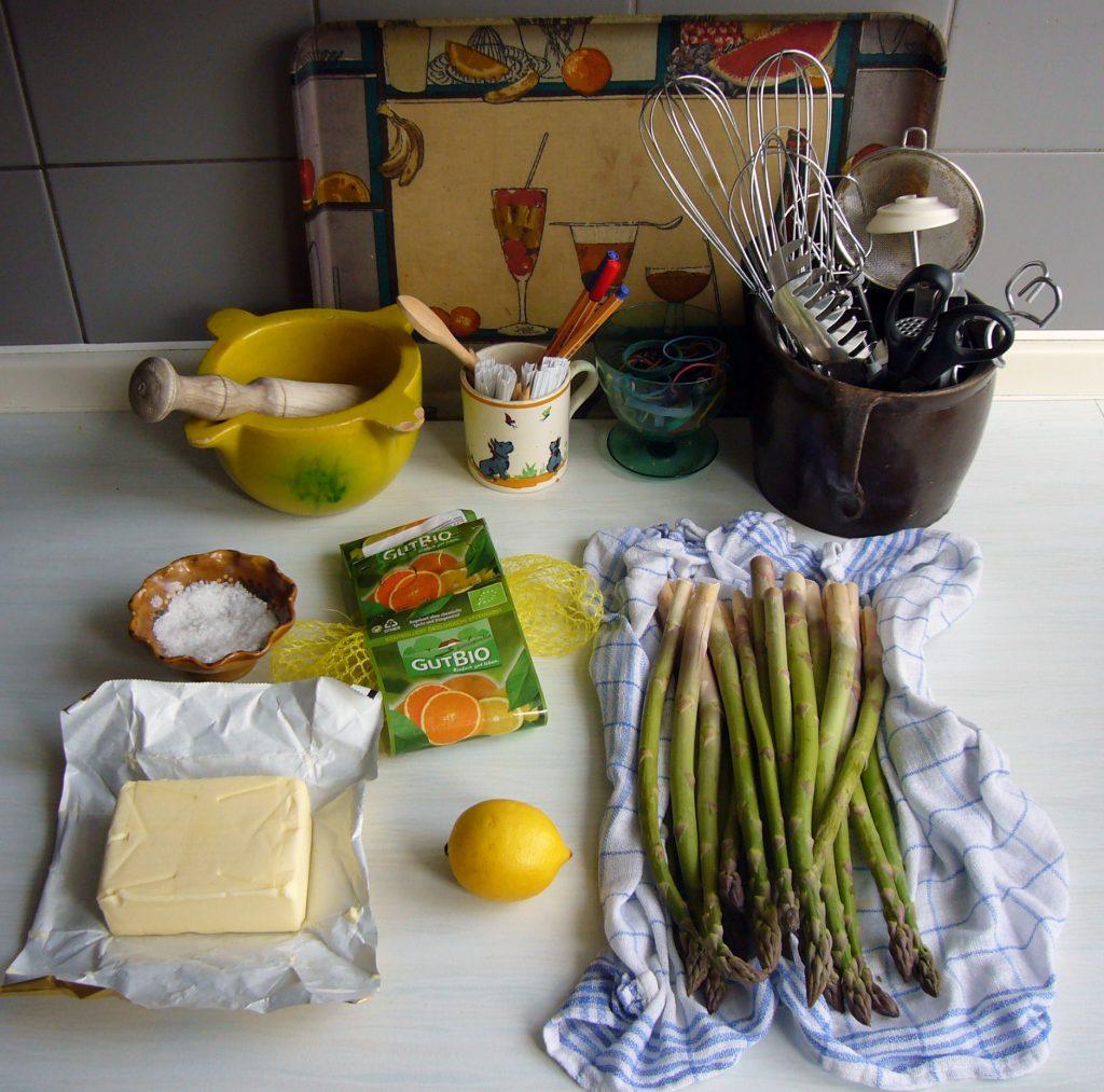 Zitronenbutter schmeckt zu Spargel und Fisch. Foto: Barbara Kalender