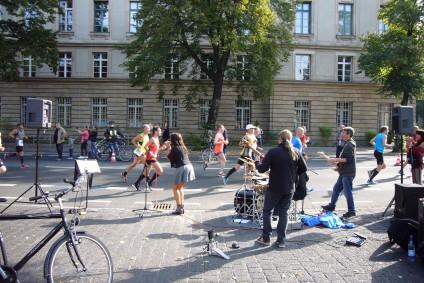 Berliner Band Beyond The Lines, Berliner Marathon, tazblog Schröder & Kalender. Fotos: Barbara Kalender