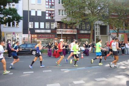 Bauchtanzgruppe, Berliner Band Beyond The Lines, Berliner Marathon, tazblog Schröder & Kalender. Fotos: Barbara Kalender