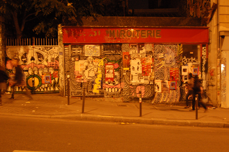 fotoblog streetart spaziergang auf der rue m nilmontant. Black Bedroom Furniture Sets. Home Design Ideas