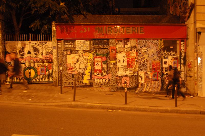 fotoblog streetart spaziergang auf der rue m nilmontant. Black Bedroom Furniture Sets. Home Design Ideas