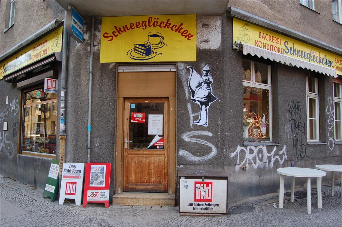 fotoblog streetart vogelstraussreiterin am schneegl ckchen. Black Bedroom Furniture Sets. Home Design Ideas