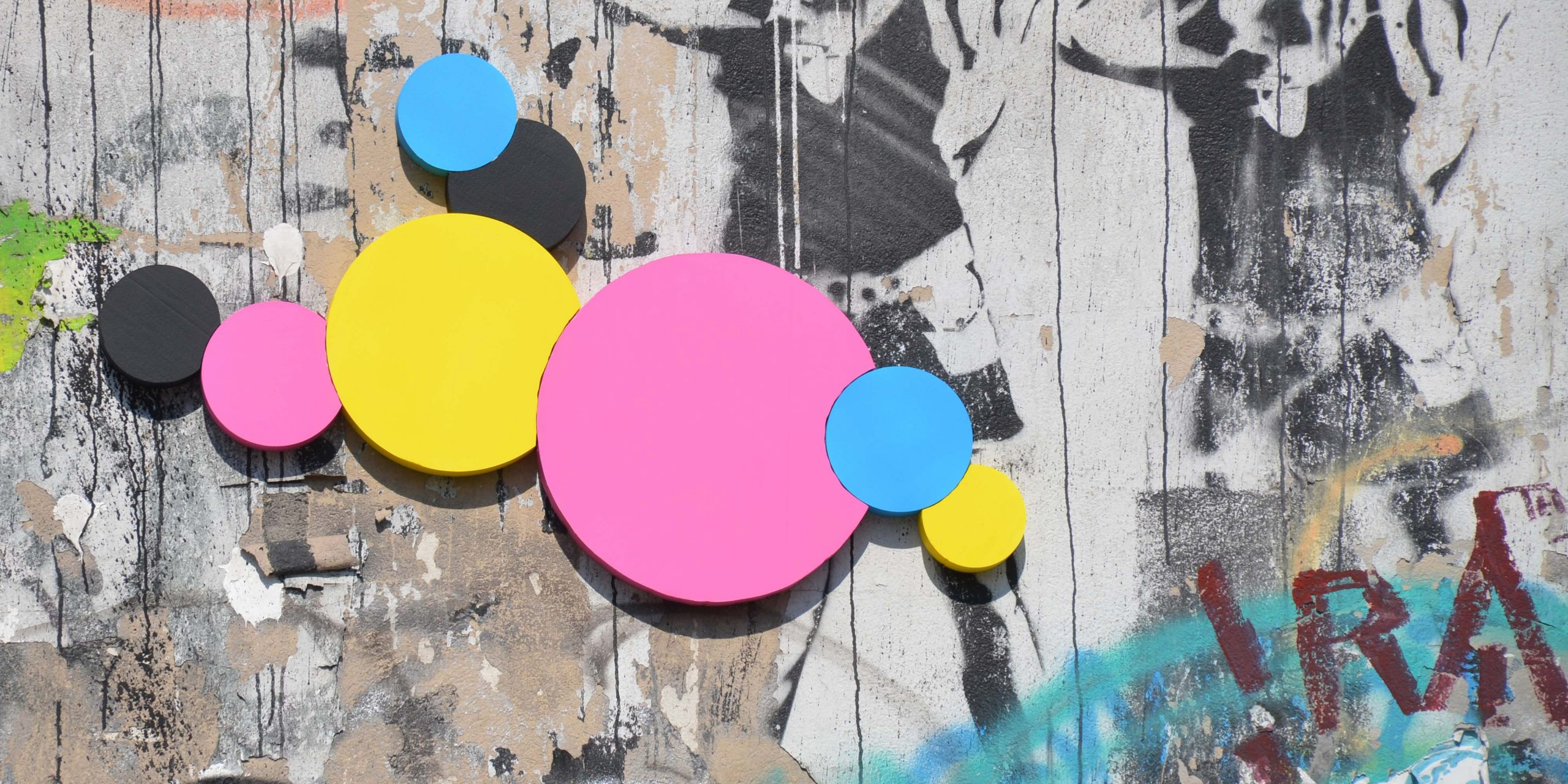 CMYK Dots an der Mariannenstr. neben dem Astronauten-Wandbild (Foto: Caro)